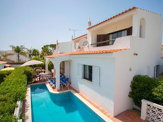 Villa Sorte - 4-bedroom villa located at the Old Village in Vilamoura.