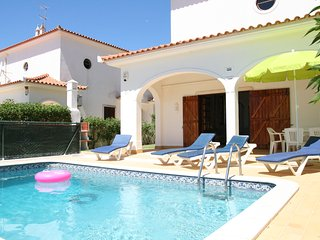 Villa private pool, free WiFi & A/C in peaceful location of Vale do Lobo