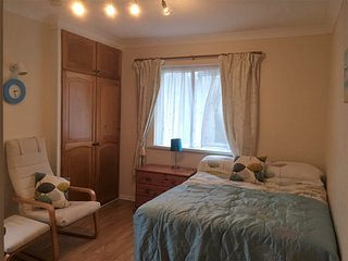 Room 1 - Private room in family home with stunning views and parking, Ilfracombe