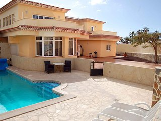 Alamos Park - Huge 4 bed villa with heated pool, Golf del Sur