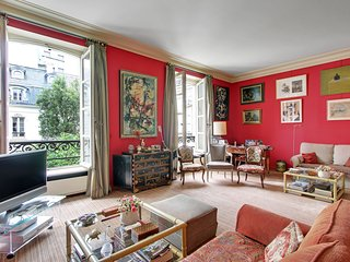 Parisian apartment close to Opera area P0982