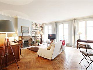 Beautiful 2 bedroom 7th Seine P0713