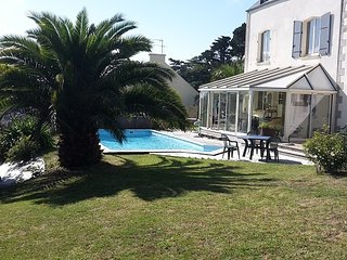 Villa with covered, heated private pool, Saint-Pol-de-Leon
