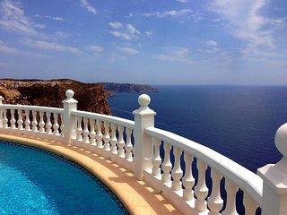 Mansion a short walk away (233 m) from the 'Playa Morach' in El Poble Nou de, Teulada