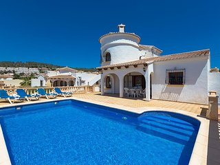 Spacious villa in Calp with Internet, Washing machine, Pool