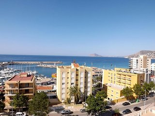 Spacious apartment a short walk away (281 m) from the 'Playa Cantal Roig' in Cal
