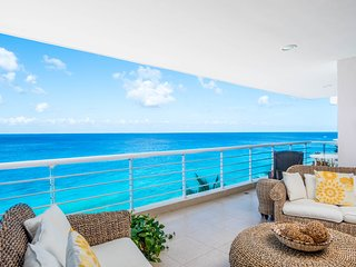 Nah ha #401, Beautiful Oceanfront 3 bdrm condo, North Shore, Great Snorkeling!