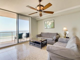 Waterfront condo w/ incredible views, shared pools, hot tub - snowbirds welcome!