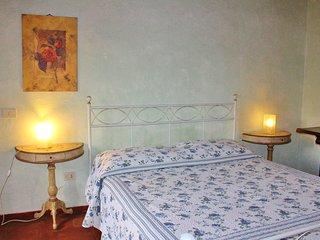 """Accogliente appartamento """"il camino"""" in antica casa con vista sulle colline"""