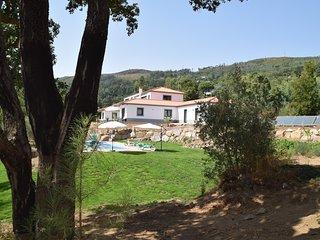 Luxe appartement met prachtig uitzicht en infinity pool, Monchique