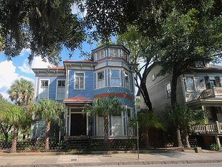 Luxury Home overlooking Forsyth Park with free WiFi and free private parking
