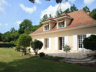 HAUTE FAURE: SUPERB HOLIDAY HOUSE WITH ALL MOD-CONS & PRIVATE POOL