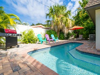 Coral Reef Casita-  2 BR Casita, Heated Pool, 4 Min Walk to Beach [Sleeps 6]