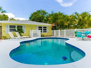 Juicy Mango Cabana – 2/2, w/ Shared Heated Pool, Near Beach Access