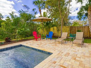 CocoBayou Cottage 3/2 Heated Pool, Near Beach, Intercoastal, Village, Sleeps 10