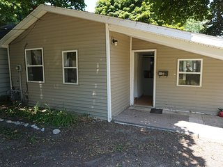 Standalone Cottage Close to Retail and Round Lk, Charlevoix