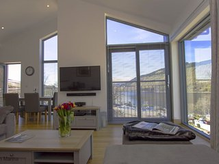 Ard Na Mara - No 8 Lawers View ( with Hot Tub - Non Pet Friendly) 405572, Kenmore