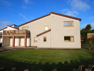 "Tapestry House - ""Luxury house, walk to the beach!"", Trearddur Bay"