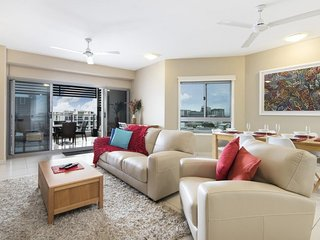 Darwin Executive Suites - 2 Bedroom with Views & FREE CAR - Sleeps 5