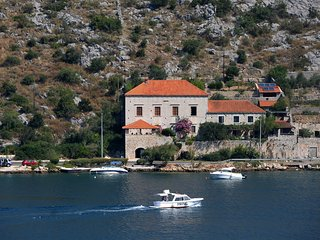 Large 17th century noble man's villa beautifuly restored 10 metres form beach