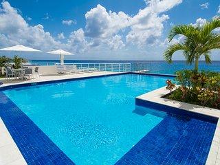 Nah ha#702, Beautiful Oceanfront 3 bdrm condo, North Shore, Great Snorkeling!