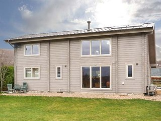 ORION LODGE, woodburner, eco-friendly, pet-friendly, garden nr Spean Bridge, Ref