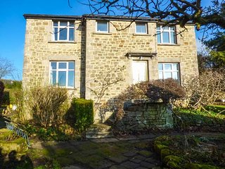 HAWKFIELD, pet-friendly, lovely garden, walking distance to Chatsworth, Baslow