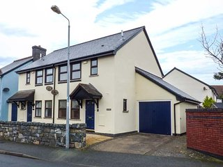 SEIBIANT semi-detached, coastal, WiFi, walk to beach, Conwy, Ref 949682