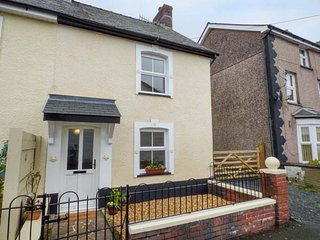 BRICKFIELD COTTAGE beautifully appointed, WiFi, cycling, walking, fishing, in