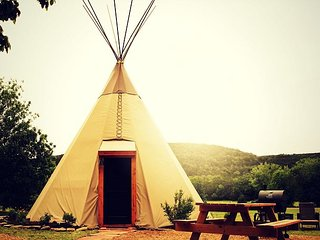 Amazing Tipis! #1 Reservation On The Guadalupe, Heated/AC, Insulated TIpis!, New Braunfels