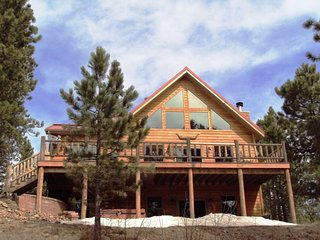 AMAZING 6 bedroom SECLUDED CABIN. VIEWS! VIEWS!!