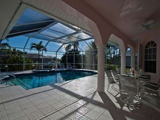 Princess 2 bedroom with 2 King Size beds, 2 baths huge pool area with Jacuzzi