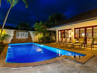 Balinese style 3 bedroom private pool villa in Kathu golf