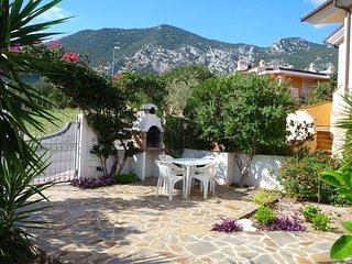 Front garden and mountain views