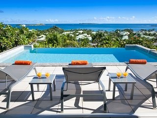LA SARABANDE...magnificent 180 view over Orient Bay, 3 equal master suites