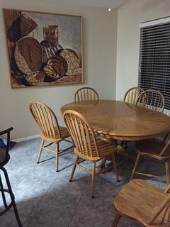 Large kitchen table with removable leaf, views to yard & fountian.