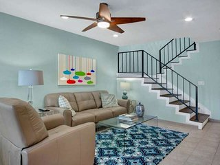 Steps From El Paseo!!! Beautiful, Bright & Modern; Newly Redecorated Condo, Palm Desert