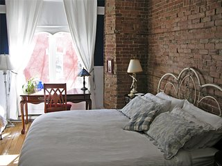 Angelica Blue Bed & Breakfast - Victorian