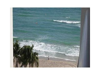 Beach front condo - 1 bedroom apartment 1.5 Bath - sleeps 4