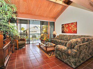 Nestled right on shore of the relaxed beachfront community Kahana Outrigger #1B1