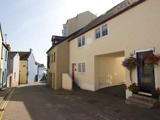 Luxury Apartment with Parking - Couples only, Tenby