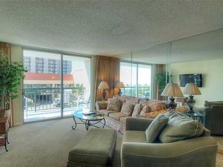So. Hampton Beautiful 3 Bedroom Condo Rental with a Pool