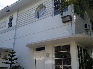 central apartment 3 blocks away from the beach, Miami Beach