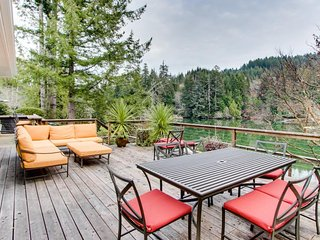 Roomy dog-friendly lakefront home w/ private hot tub, dock, & kayaks