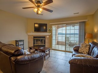 Lake View! Lavish Lake Escape - 3 Bedroom Condo at Emerald Pointe
