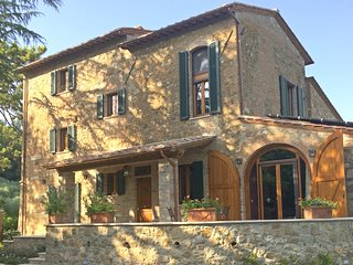 Villa Nobile, Luxury Tuscan Home, Walk to Town