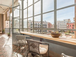 Catalunya Casas: Barcelona apartment for 6-18 guests, just a few blocks from Pla