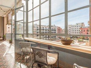Catalunya Casas: Barcelona apartment for 6-18 guests, just a few blocks from Pla