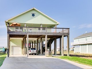 Dog-friendly( 2dogs any size) oceanview getaway - only two minutes to the beach!