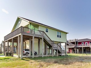 Dog-friendly, oceanview getaway - only two minutes to the beach!